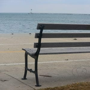 Bench on the shore of Lake Michigan, Chicago (Miranda Hernandez)